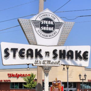 A Steak 'n Shake street sign.